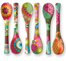 Happy Monday Everyone! Hope you had a fantastic weekend. Ours was full to say th… Spoon Art, Wood Spoon, Wooden Spoon Crafts, Wood Crafts, Painted Spoons, Hand Painted, Bottle Art, Bottle Crafts, Deco Boheme