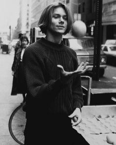 themountainboy: maddynorris: River Phoenix bought an orange from a street vendor on 58th Street Ughh