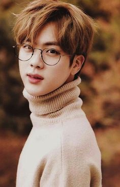 All of the army was convinced that they knew exactly what type of girl Kim Seokjin would end up with, a small cute Korean/Chinese girl with long black slick ha. K Pop, Seokjin, Taehyung, Bts Jungkook, Hoseok Bts, Foto Bts, V Bts Cute, Bts Pictures, Photos