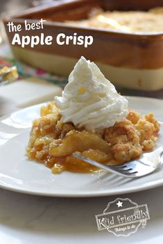 Pear Crumb Pie - juicy ripe pears topped with a sweet crumb mixture then wrapped in a flaky crust - fall fruit at it's best! Most Delicious Recipe, Delicious Desserts, Yummy Food, Pie Crumbs Recipe, Pie Recipes, Dessert Recipes, Pear Pie, Pie Crumble, Apple Crisp Recipes