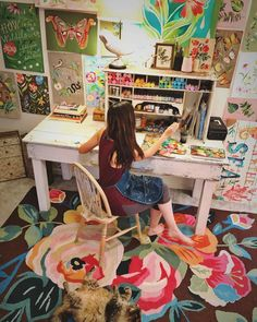Creative Art Studio Organization Ideas For Workspace Desks 57 Creative Arts Studio, Art Studio Design, Art Studio At Home, Home Art, Studio Ideas, Paint Studio, Artist Workspace, Workspace Design, Bureau D'art
