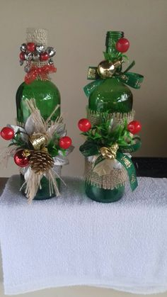 Looking for easy peasy Dollar Store Christmas Decor Ideas? Here is a wonderful collection of Dollar Store Christmas Decorating Ideas to help you out. Glass Bottle Crafts, Wine Bottle Art, Painted Wine Bottles, Christmas Wine Bottles, Dollar Store Christmas, Christmas Centerpieces, Xmas Decorations, Christmas Crafts, Christmas Ornaments