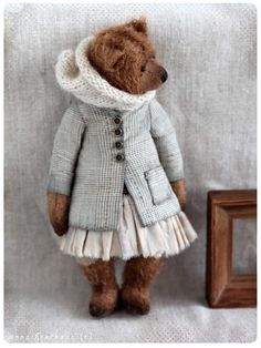Amelia By Anna Bratkova - New september collection of 10-12 bears in pastel shade tall 19-23 cm,price for couple bears *Made of german mohair*Stuffed exelsior sawdust- weighty legs and belly (metall+ mineral pellets granules) *Glass eyes*5 way cotterpins discs jointed