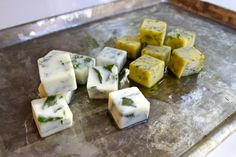 """Fresh Herb Ice Cubes - freeze fresh herbs in olive oil or melted butter and you can infuse recipes with """"fresh"""" flavors long after the season is over. Freezing Fresh Herbs, Freezing Tomatoes, Como Plantar Salsa, Olives, Mince Meat, Piece Of Bread, Food Test, 30 Minute Meals, Food Hacks"""