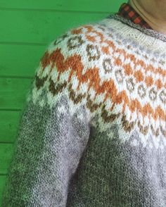 Ravelry: Project Gallery for Riddari pattern by Védís Jónsdóttir Fair Isle Knitting, Knitting Yarn, Hand Knitting, Knitting Patterns, Crochet Patterns, Icelandic Sweaters, Bobble Stitch, Fair Isle Pattern, Couture