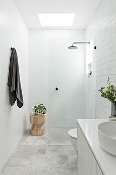 Bathroom tips, bathroom renovation, master bathroom decor and master bathroom organization! From claw-foot tubs to shiny fixtures, they are the master bathroom that inspire me probably the most. Laundry In Bathroom, Bathroom Renos, Bathroom Renovations, Master Bathrooms, Bathroom Mirrors, Remodel Bathroom, Bathroom Cabinets, Skylight In Bathroom, Restroom Remodel