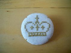 crown brooch | emmacoo's cross stitched goodies MISI Handmade Shop