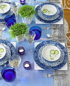 The perfect table setting (for Tea, use green accents rather than yellow-cylinder of limes rather than lemons, glitter green runner over blue t'cloth?)