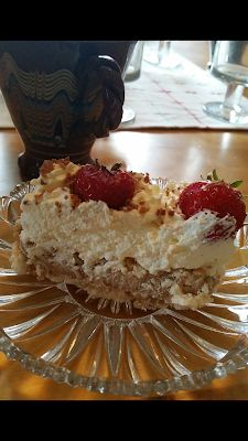 en kaka till: Tårta med rice krispies Bagan, Swedish Recipes, Rice Krispies, Vanilla Cake, Food To Make, Cake Recipes, Cheesecake, Cake Decorating, Sweet Tooth