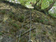 """Wie baut man eine Seilleiter  Wir waren für dich wieder Outdoor unterwegs und haben einiges getestet. Somit können wir Dir in diesem COMRADE Survival Tipp """"die Herstellung einer Seilleiter"""" präsentieren. Mit der von uns hergestellten Seilleiter erkletterten wir eine ca. 7 m hohe Felswand. Arch, Survival, Outdoor Structures, Garden, Ladder, Tips, Longbow, Garten, Lawn And Garden"""