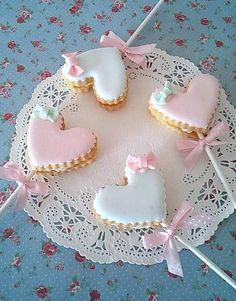 Sweet heart lollipop cookies for valentines Fancy Cookies, Iced Cookies, Cute Cookies, Royal Icing Cookies, Cookies Et Biscuits, Sugar Cookies, Heart Cookies, Royal Frosting, Sugar Cake