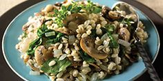 Spinach and Mushroom Barley Pilaf This healthy side dish features barley for whole grain goodness. It nice and hearty in the Winter. Healthy Side Dishes, Side Dish Recipes, Vegetable Recipes, Veggie Meals, Barley Pilaf Recipe, Barley Recipes, Healthy Cooking, Cooking Recipes, Meatless Recipes