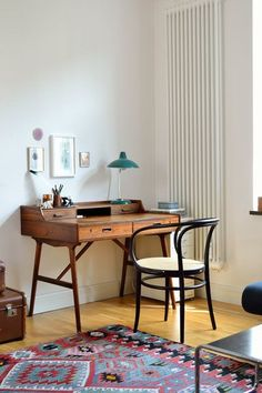 Beautiful and petite mid century workspace / modern home office decor Furniture, Home Office Decor, Interior, Workspace Inspiration, Home Decor, House Interior, Office Interior Design, Interior Design, Home And Living