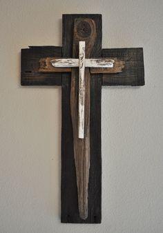 Blanco y negro gran cruz  uno de un tipo madera recuperada