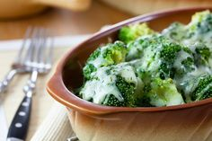 Creamy and Delicious Roasted Broccoli Side Dish Side Dish Recipes, Raw Food Recipes, Vegetable Recipes, Cooking Recipes, Healthy Recipes, Roasted Broccoli Recipe, Broccoli Bites, Fresh Broccoli, Chili