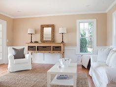 peinture murale couleur sable pour le salon moderne avec mobilier rembourré