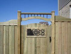 8 Amazing Tricks Can Change Your Life: Backyard Fence Privacy farm fence farmhouse.Cheap Fence How To Build. Wood Fence Gate Designs, Wooden Fence Gate, Wood Fence Post, Fence Doors, Farm Fence, Metal Fence, Backyard Fences, Fence Gates, Fence Ideas