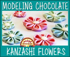Step-by-step tutorial with video and instructions on how to make folded Kanzashi flowers with rolled modeling chocolate for floral cake decorating Fondant Flower Cake, Fondant Bow, Fondant Cakes, Marshmallow Fondant, Chocolate Buttons, Chocolate Roses, Edible Cake Decorations, Fondant Figures Tutorial, Cake Writing