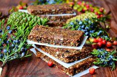 Batoane energizante cu fructe (raw-vegane) - CAIETUL CU RETETE Granola Bars, Vegan Sweets, Raw Vegan, Healthy Eating, Desserts, Food, Diet, Sweets, Eating Healthy