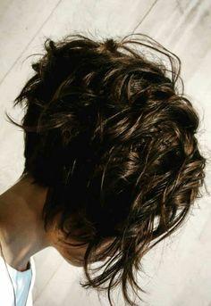 Short asymmetric bob headband with a long front back. Short asymmetric bob headband with a long front back. Short Thin Hair, Short Hair Cuts, Short Stacked Hair, Bob Short, Short Bobs, Short Blonde, Hair Styles 2016, Curly Hair Styles, Pelo Color Plata