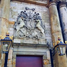 A very royal entrance. HM Queen Elizabeth's official residence in Edinburgh, Scotland, Palace of Holyroodhouse. Visit Britain, Edinburgh Scotland, Lake District, Queen Elizabeth, Palace, Entrance, Tours, Statue, Instagram Posts