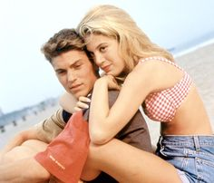 David and Donna (Brian Austin Green and Tori Spelling), Beverly Hills, 90210 my favorite couple lol:) Famous Tv Couples, Best Tv Couples, Movie Couples, Best Couple, Celebrity Couples, Celebrity News, Cute Couples, Hollywood Couples, Beverly Hills 90210