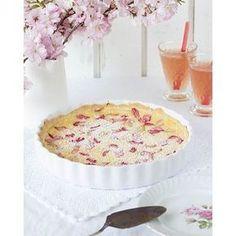 Hello Spring! Hello Rhubarb! See my new blogpost: Rhubarb Tart with pudding #newblogpost #rhubarb #rhubarbtart#rhabarber #rhabarberglück #rhabarbertarte #backen #baking #ichesseallesauf #emmaslieblingsstuecke #hellospring