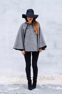 Cape season is here! Here are 5 DIY Capes for you make and love. Elle Apparel has a 5 step DIY cape tutorial - she even leave. Fall Fashion Trends, Diy Fashion, Ideias Fashion, Womens Fashion, Fashion Dresses, Diy Cape, Alter Pullover, Cape Pattern, Stoff Design