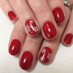18 cute christmas nail art designs - best holiday manicures for Holiday Nail Art, Christmas Nail Art Designs, Flamingo Party, Gold Nails, Glitter Nails, Fancy Nails, Greys Anatomy Br, Cute Christmas Nails, Simple Christmas