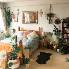 80 DIY Plant Stand Ideas To Fill Your Room With Greenery These trendy HomeDecor ideas would gain you amazing compliments. Check out our gallery for more ideas these are trendy this year. Living Room Plants, Diy Plant Stand, College Room, Room Planning, Cozy Room, Dream Rooms, New Room, Room Decor Bedroom, Decoration