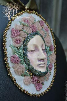 """Купить Кулон """"Однажды в стране чудес"""" - роза, кулон, Вышивка бисером, Бисероплетение, лист, цветок"""