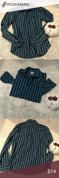 GAP all blue Buffalo Plaid Button up Longsleeve Please refer to pictures for overall condition.  Men's Pre-owned 💪 size M. Plenty of memories to be made in this still. Classic colorway and buffalo/gingham plaid design perfect for an all around the year wear.  No trades. Come Hell or High Water, HOUSTON STRONG 🤘 GAP Shirts