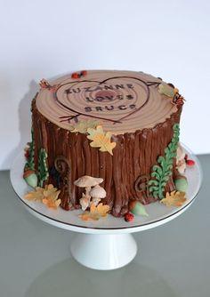 Tree+Stump+Grooms+Cake+with+Woodland+Decor.jpg (500×709)
