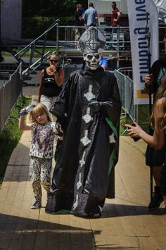 The frontman of Ghost with his daughter backstage at Pinkpop 2014.
