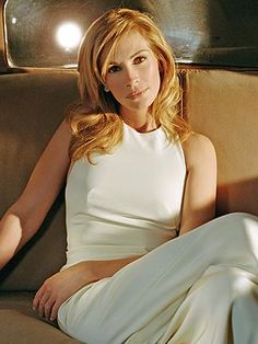 Julia Roberts in a fabulous white gown.