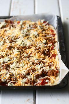 Helppo ja nopea pitsapohja ilman hiivaa - Suklaapossu Food N, Food And Drink, Kitchen Time, My Cookbook, Hawaiian Pizza, Lasagna, Macaroni And Cheese, Treats, Cooking