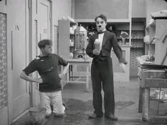 Classic Comedies, Classic Films, Charlie Chaplin Videos, Funny Laugh, Funny Videos, Amazing Art, Natural Remedies, Character Art, Laughter