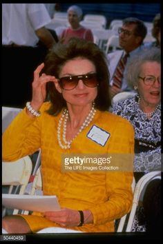 Jacqueline Kenney Onassis (AKA Jackie O)'s best fashion and style moments, as First Lady Of The United States. John Kennedy, Estilo Jackie Kennedy, Jackie O's, Les Kennedy, Jacqueline Kennedy Onassis, Lee Radziwill, Familia Kennedy, Great Women, American Women