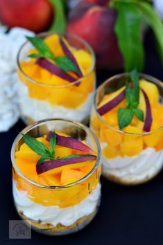 Cheesecake rapid cu piersici, la pahar - CAIETUL CU RETETE Romanian Food, Something Sweet, Cheesecakes, Panna Cotta, Deserts, Food And Drink, Cooking Recipes, Yummy Food, Sweets