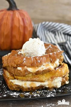 Pumpkin Cream Cheese Baked French Toast Overnight Baked Pumpkin Cream Cheese French Toast is everything you love about pumpkin pie and cheesecake in one scrumptious breakfast or brunch! Baked Pumpkin, Pumpkin Recipes, Fall Recipes, Holiday Recipes, Pumpkin Spice, Pumpkin Pumpkin, Breakfast Dishes, Breakfast Recipes, Dessert Recipes