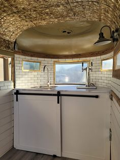 Catering Trailer, Bar Catering, Food Trailer, Food Cart Design, Food Truck Design, Horse Box Conversion, Bar On Wheels, Mobile Coffee Shop, Stock Trailer