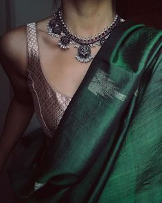 Jewellery @pradejewels Trendy Sarees, Stylish Sarees, Indian Dresses, Indian Outfits, Ethnic Outfits, Saree Jackets, Saree Floral, Saree Jewellery, Saree Blouse Neck Designs