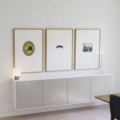 Fronter og dekksider i malt mdf fra STUDIO10. Skrogene er fra IKEA sitt metod-system. Vegghengt med skinne. Passer til alle rom, ikke kun på kjøkkenet. Flere tusen fargemuligheter. #ikea #studio10 #studio10ikeafronter #kjøkken #stue #soverom #gangen #hytte #interior #interiør #oppussing #oppussingsprosjekt #husoghjem #husogbolig #boligstyling #kitchen #livingroom #homeinspiration