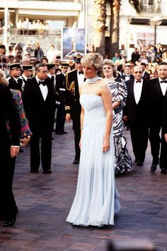Completo bianco elegantissimo per la principessa Diana