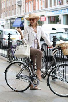 Libre comme l'air avec le Birkin d'Hermès ! www.leasyluxe.com #whitestyle #enjoy #leasyluxe