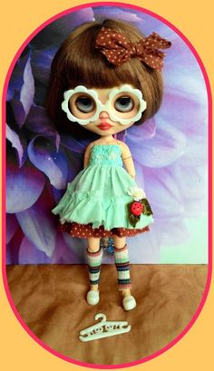 Cute Blythe doll outfit* dress* eyeglasses* hairclip* shoe* socks* dress hanger*
