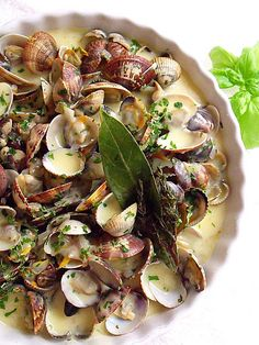 CLAMS IN CREAM SAUCE WITH SAFFRON