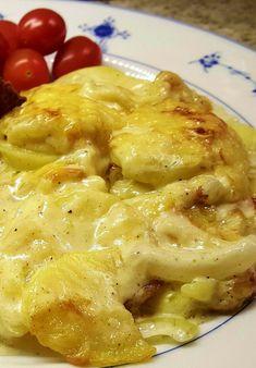 Jeg har lagt ut flere typer fløtegratinerte poteter bakover, men dette er min favoritt selv ... Norwegian Food, Norwegian Recipes, I Love Food, Sweet Potato, Macaroni And Cheese, Food And Drink, Potatoes, Dinner, Eat