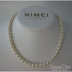 Akoya pearls string necklace, 7.5-8mm diameter, with 18 Kt white gold closure with brilliant cut diamond, G color, total points of carat 0.5 and one VR white color pearl 8-8.5mm diameter. Italian size 42 cm