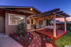 Backyard deck with pergola and outdoor string lights Deck With Pergola, Backyard Pergola, Pergola Plans, Backyard Landscaping, Small Pergola, Outdoor Pergola, Outdoor Spaces, String Lights In The Bedroom, String Lights Outdoor